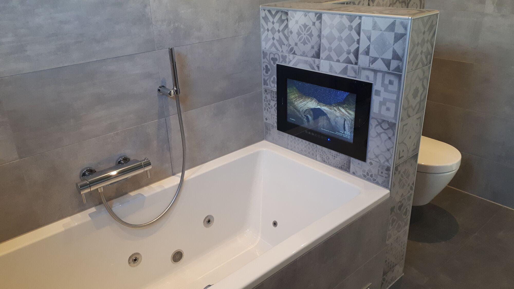 Badkamer Smart Tv : Einbau fernseher wasserdichte einbau tv s für badezimmer und garten