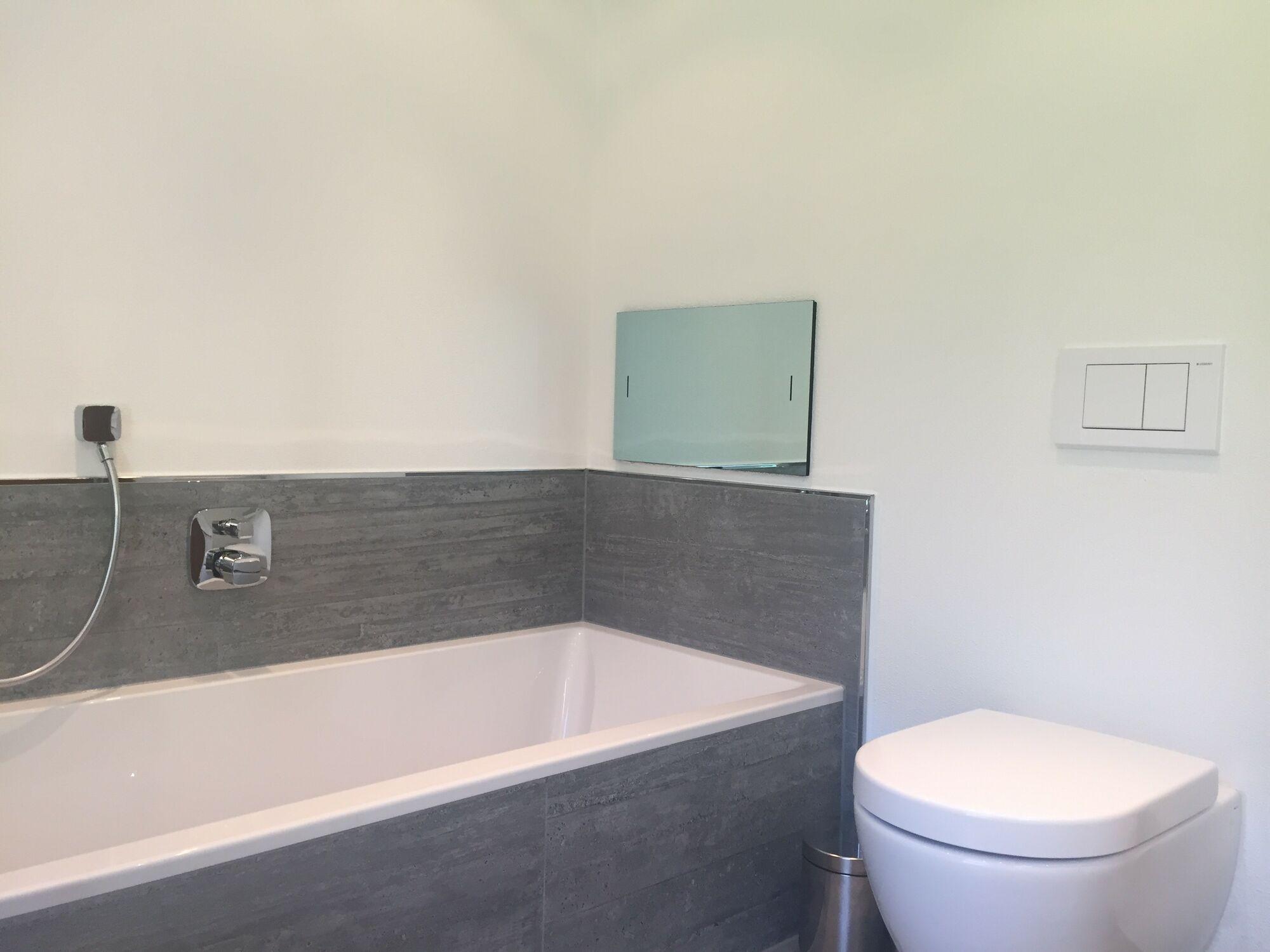 Wasserdichter spiegel led tv 19 zoll mit dvb c und dvb s2 tuner f r digital tv via ci modul - Vde 0100 badezimmer ...