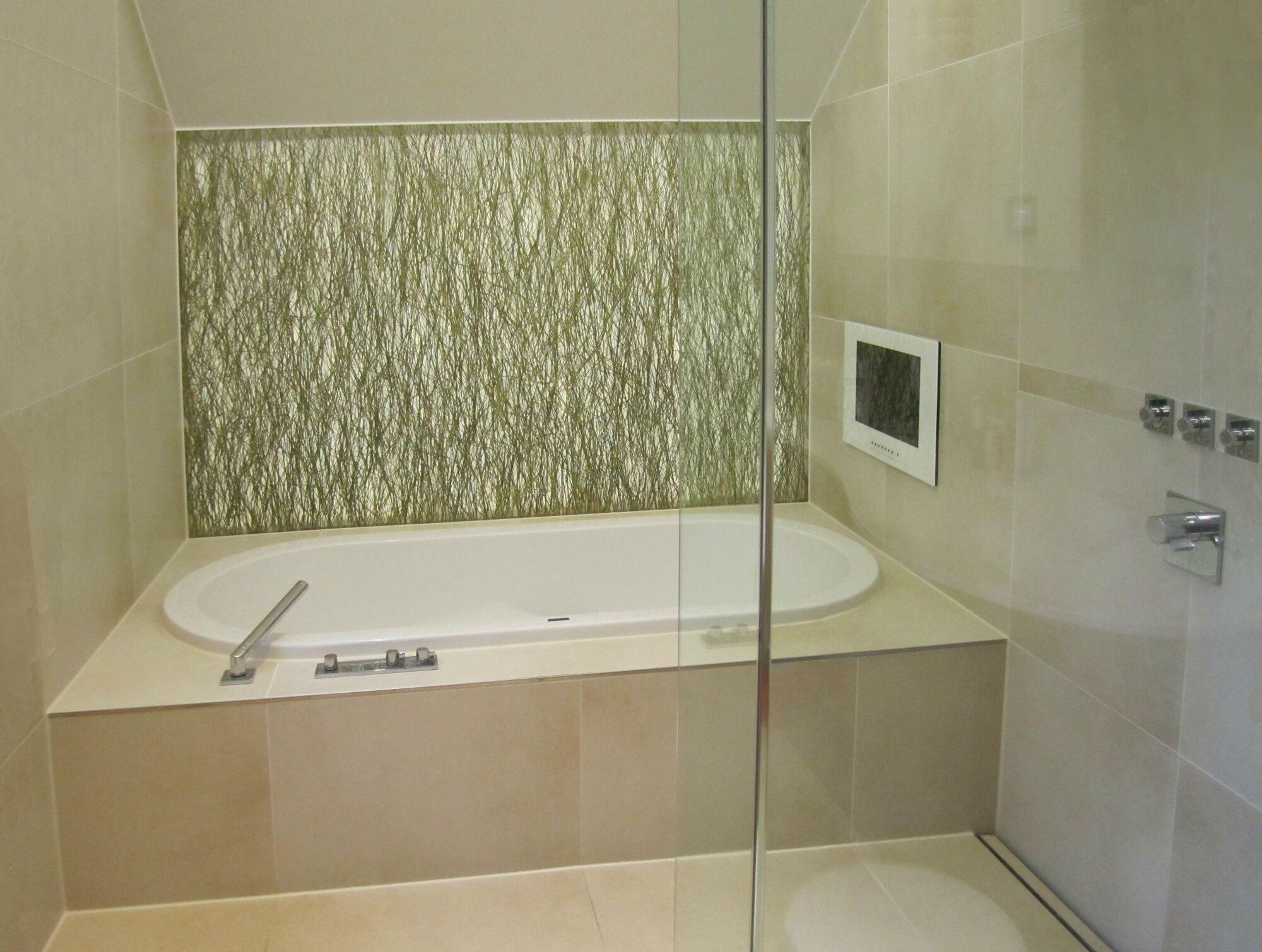 Einbau lcd 17 zoll splashvision bigsplash ab17 wasserdichtes einbau lcd 17 zoll - Vde 0100 badezimmer ...